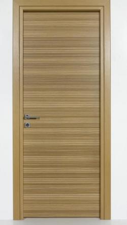 Εσωτερική πόρτα με φυσικό καπλαμά δρύινο