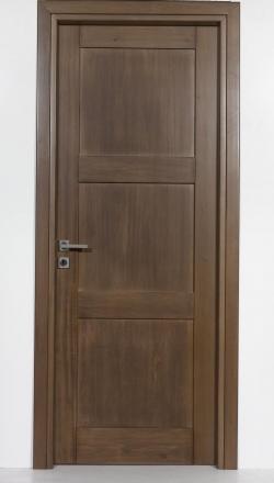 Εσωτερική πόρτα ημιμασίφ σε απόχρωση καρυδιά