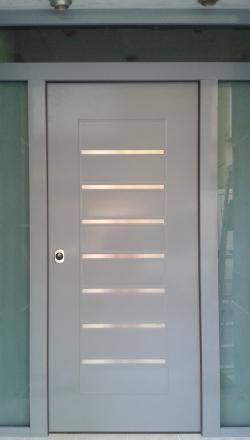 Πόρτα ασφαλείας με επένδυση 3D και πλευρικά σταθερά