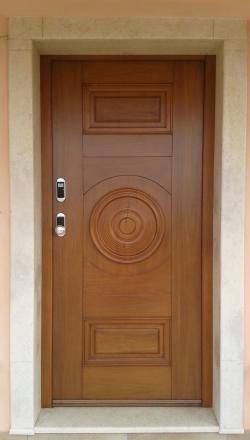 Πόρτα ασφαλείας  με χειροποίητη επένδυση
