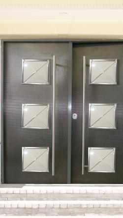 Πόρτα ασφαλείας με 3 ανοιγματα με κάγκελο χιαστί inox με μεταλλική επένδυση ειδικων προδιαγραφων